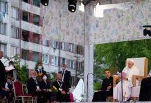El papa denuncia los prejuicios contra los gitanos en su visita en Eslovaquia