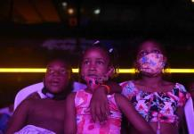 Tras COVID, cine gratis para niños de las favelas de Río