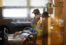 Aumento de  casos de COVID-19 en EEUU borra meses de avances