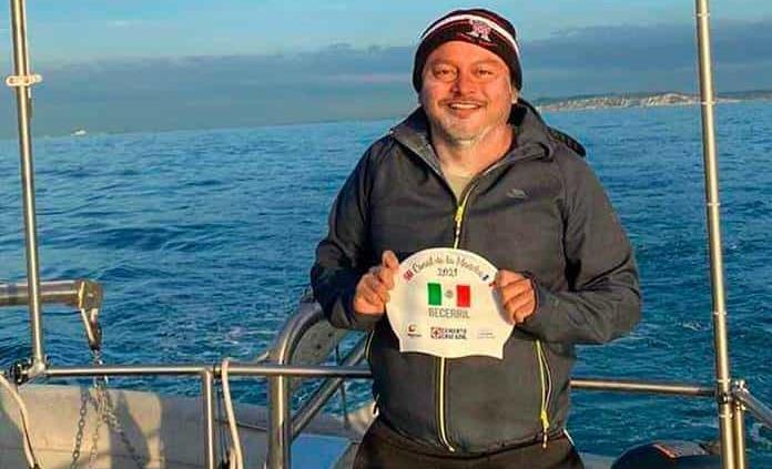 Mexicano cruzó a nado el Canal de la Mancha