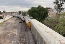 Se descarrilan vagones de tren en la calle Arenal