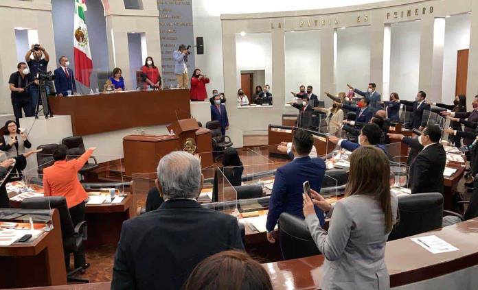 Rinden protesta los integrantes de la LXIII Legislatura