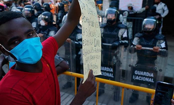 Crece frustración de migrantes varados en Tapachula