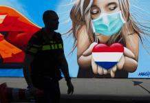 Países Bajos exige pasaporte covid en hostelería y termina distancia social