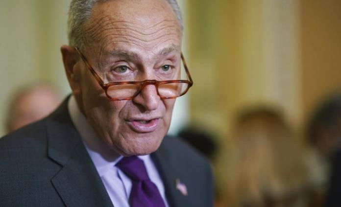 Piden a senador Schumer que siga firme en apoyo a reforma migratoria en EEUU
