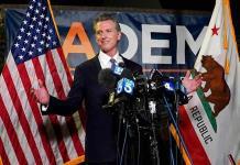 Victoria del gobernador de California en referendo revocatorio da bríos a los demócratas