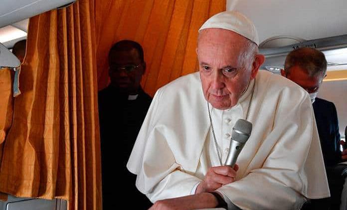 El papa fustiga a escépticos de las vacunas COVID-19