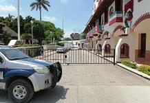 Bloquean accesos a la Presidencia Municipal