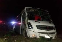 Se accidenta autobús de transporte de personal