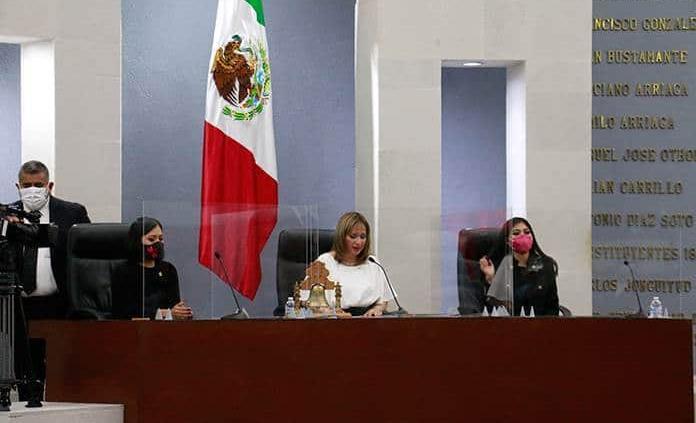 Sólo hay mujeres en la primera mesa directiva