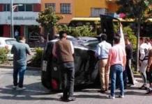 Vuelca auto en Av. Carranza