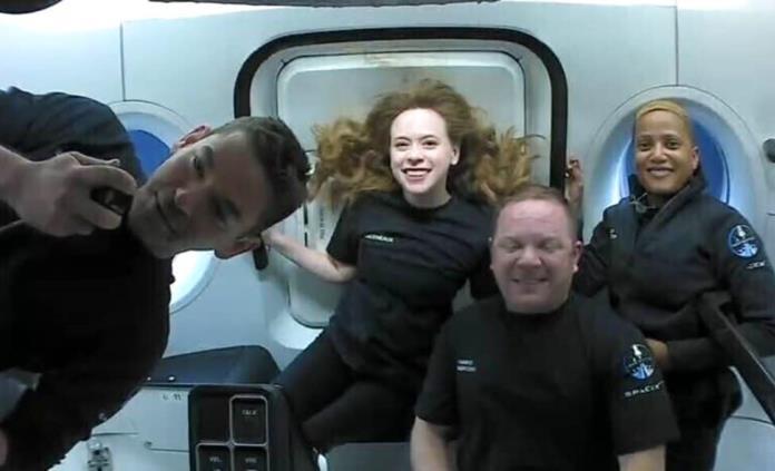 Primeros turistas de SpaceX disfrutan de vistas de la Tierra