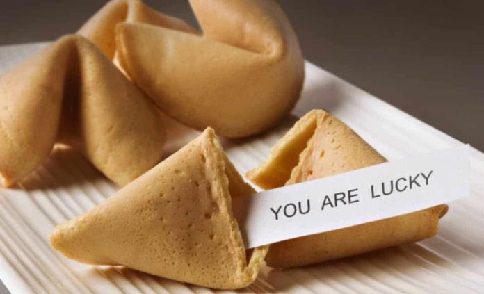 ¿Qué son las galletas de la fortuna y cómo se hacen?
