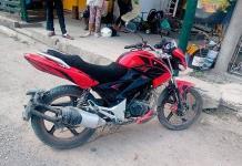 Motociclista resulta herido en choque
