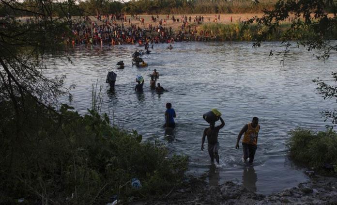 Casa Blanca lamenta el posible uso de látigos contra haitianos en su frontera