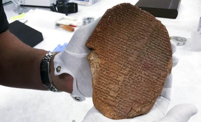 Una antigua tablilla de un rey asirio regresa a Irak