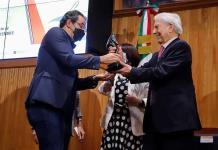 Colombiano Juan Gabriel Vásquez gana el Premio de Novela Mario Vargas Llosa