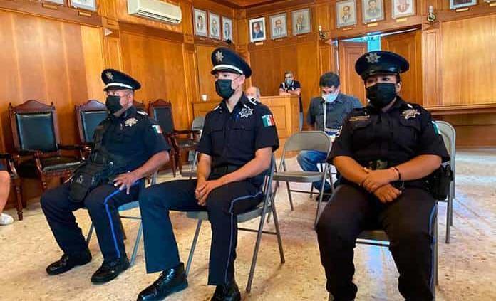 Reconoce Municipio a policías por su labor