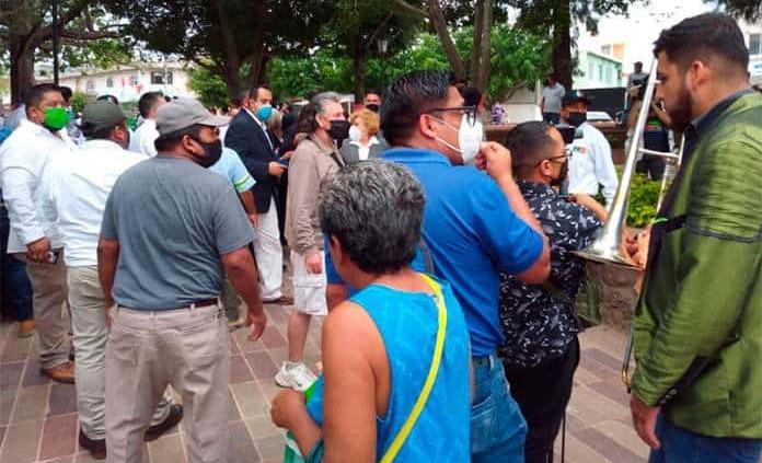 Tres heridos por pirotecnia durante toma de protesta en Cárdenas