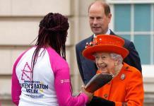 La reina Isabel da inicio a la carrera de relevo para Juegos de la Commonwealth