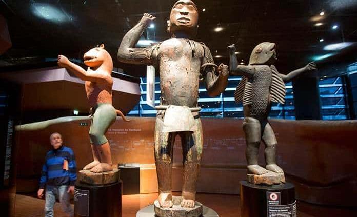 Francia devolverá piezas de arte a África