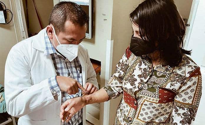 Especialistas del IMSS evitan amputación de mano en Puebla