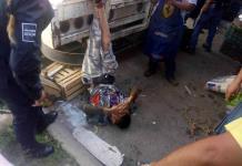 Comerciantes de La Libertad detienen y atan una camioneta a asaltante