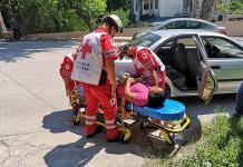 Mujer resulta lesionada tras cae de su motocicleta