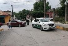 Aparatoso choque entre particular y taxi deja sólo daños