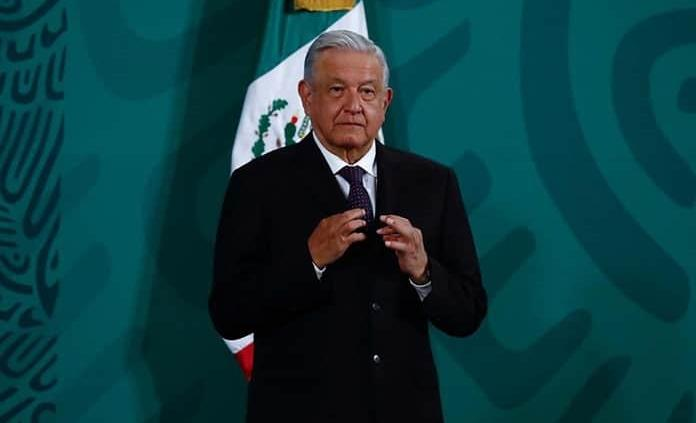 López Obrador niega que se deba vacunar a menores por orden de un juez