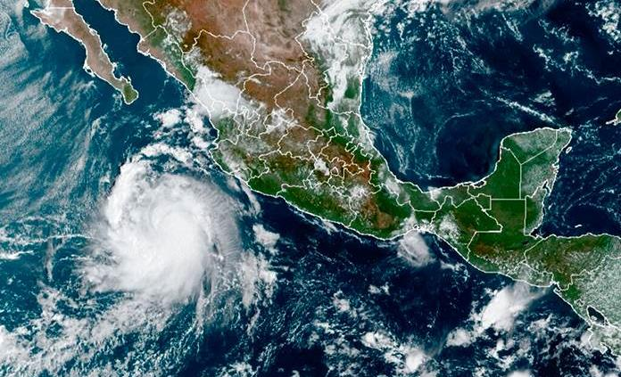 Reportan desaparición de dos personas tras paso de huracán en Nayarit