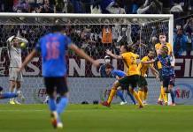 Japón derrota 2-1 a Australia y reflota en las eliminatorias