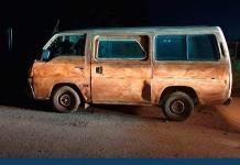 Maleantes roban y desvalijan camioneta