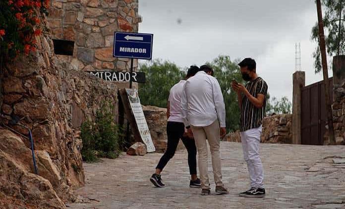 Sujeto cobra cuota por ingresar a Cerro de San Pedro