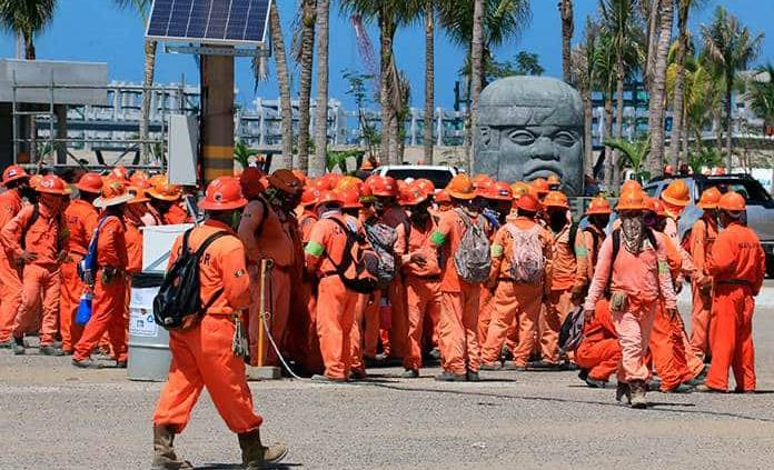 Tras caos por protestas en Dos Bocas, obreros ingresan a laborar