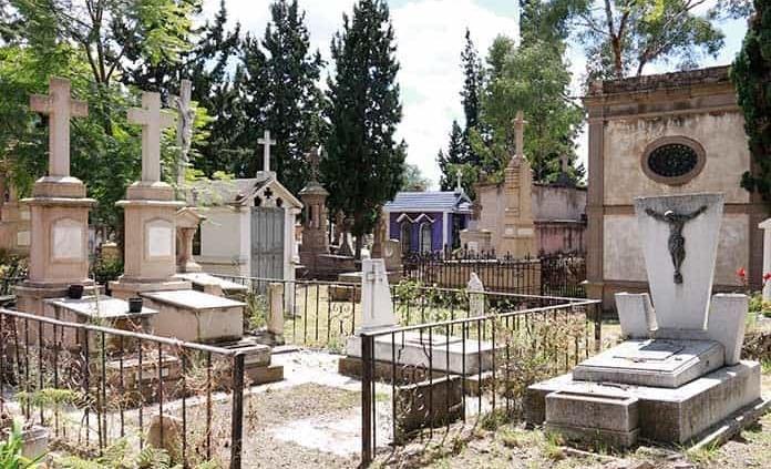 Abrirán panteones el Día de Muertos