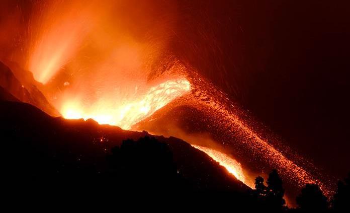La lava avanza en La Palma sin que se vislumbre el final de la erupción