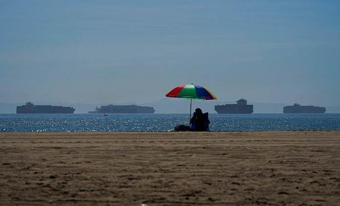 El puerto de Los Ángeles, a contrarreloj para cumplir con la orden de Biden