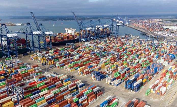 Atasco en puerto británico aumenta problemas de suministros