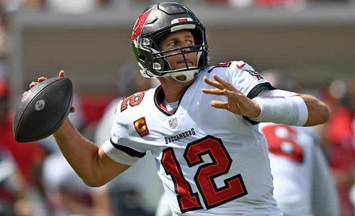Brady pese a molestia jugará el jueves