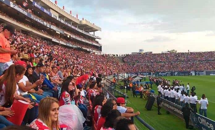Capacitan a vigilantes del estadio Lastras