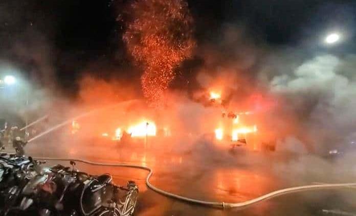 Aumenta a 46 los muertos en un incendio en el sur de Taiwán