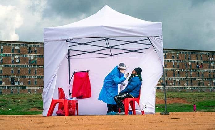 Apenas 1 de cada 7 casos de COVID en África es detectado