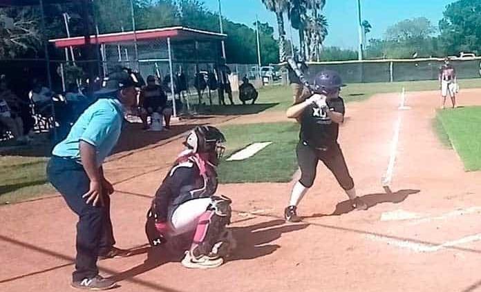 Mony Ramos sigue brillando en softbol