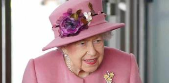 Isabel II descansa y desempeña tareas ligeras tras el alta hospitalaria