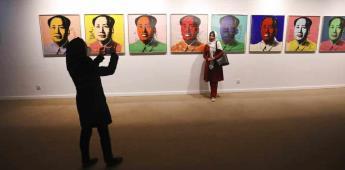 Iraníes acuden en masa a exposición de Warhol en Teherán