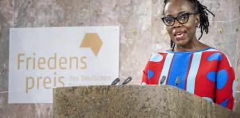 Escritora zimbabuense Tsitsi Dangarembga gana premio alemán